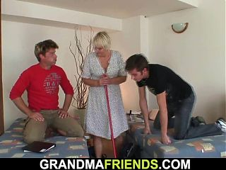 granny poses, grannies large breast